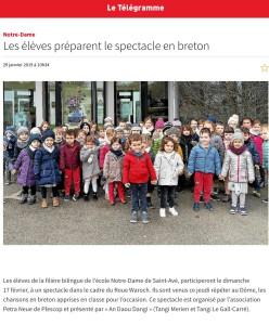 les élèves préparent le spectacle en breton